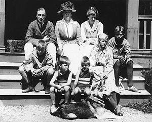 Franklin D. Roosevelt's paralytic illness - The Roosevelt family at Campobello (1920)