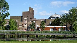 Afrikaanderwijk - The former Johan van Oldenbarnevelt school on the Afrikaanderplein