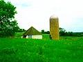 Round Barn and a Silo - panoramio.jpg