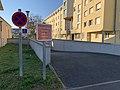 Rue Honoré de Balzac (Saint-Maurice-de-Beynost) - sortie de parking.jpg