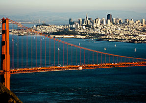San Francisco mit Golden Gate Bridge im Vordergrund