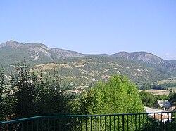 Saint-Etienne-le-Laus - (vue de l'église).JPG