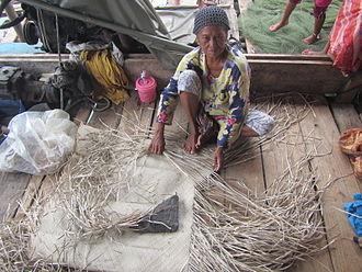 Sama-Bajau - A Sama woman making a traditional mat in Semporna, Sabah, Malaysia