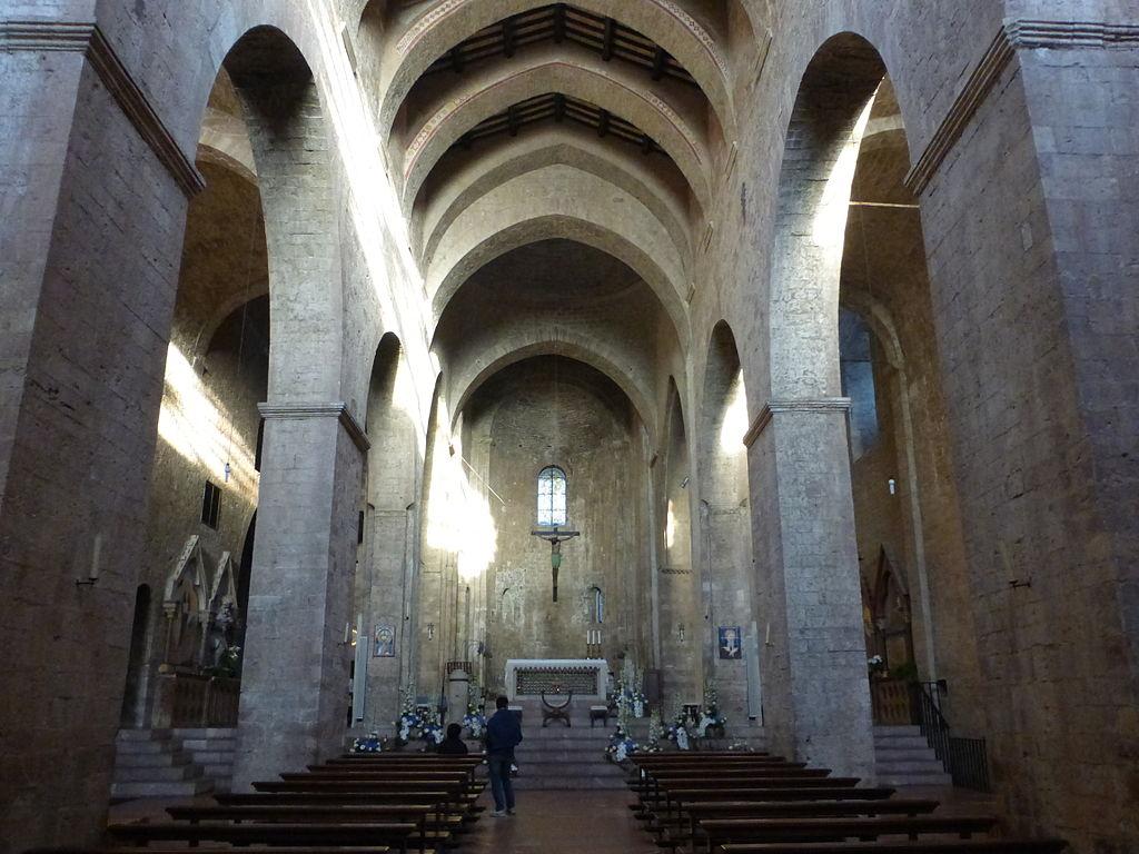Chiesa di san pietro assisi sguardo sul medioevo for Interno san pietro