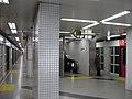 Sanjo-Keihan Station Platform.jpg