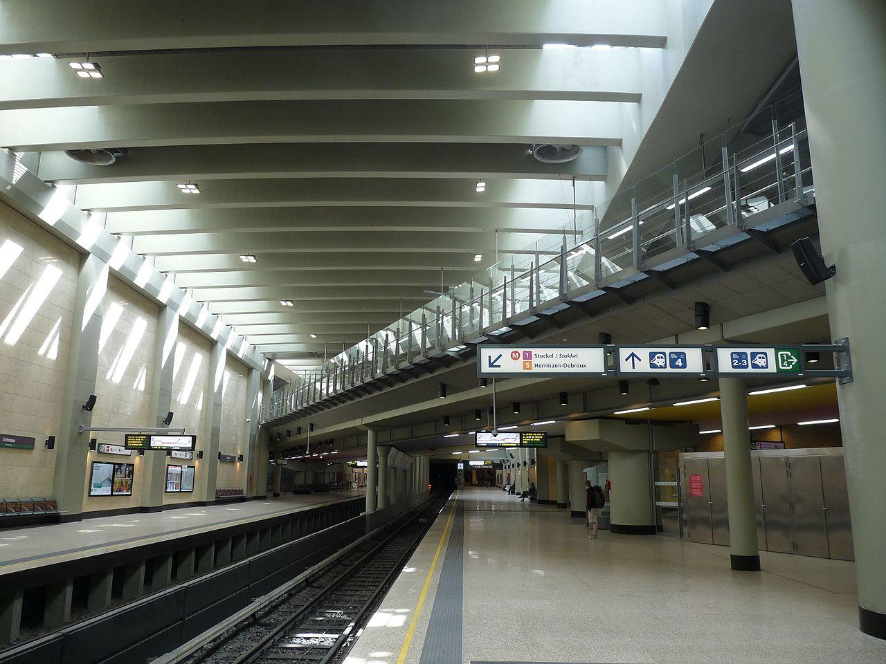 File schuman metrostation met spoordoorgang in de wikimedia commons for Hal ingang