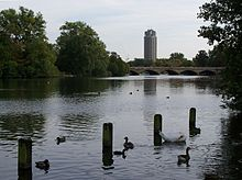 Serpentine Bridge sett fra Kensington Gardens