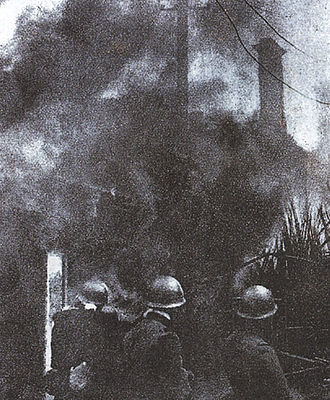 January 28 Incident - Japanese troops burning residential districts.