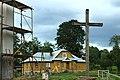 Skopów, dům a kříž.jpg