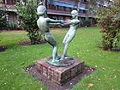 Skulptur von Ludolf Albrecht im Innenhof zwischen Mülhäuser Straße und Schlettstadter Straße in Hamburg-Dulsberg 2.jpg