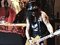 Slash en Chile 2011 (5593227593).jpg