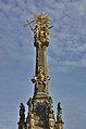 Sloup se sousoším Nejsvětější Trojice - detail, Olomouc.jpg