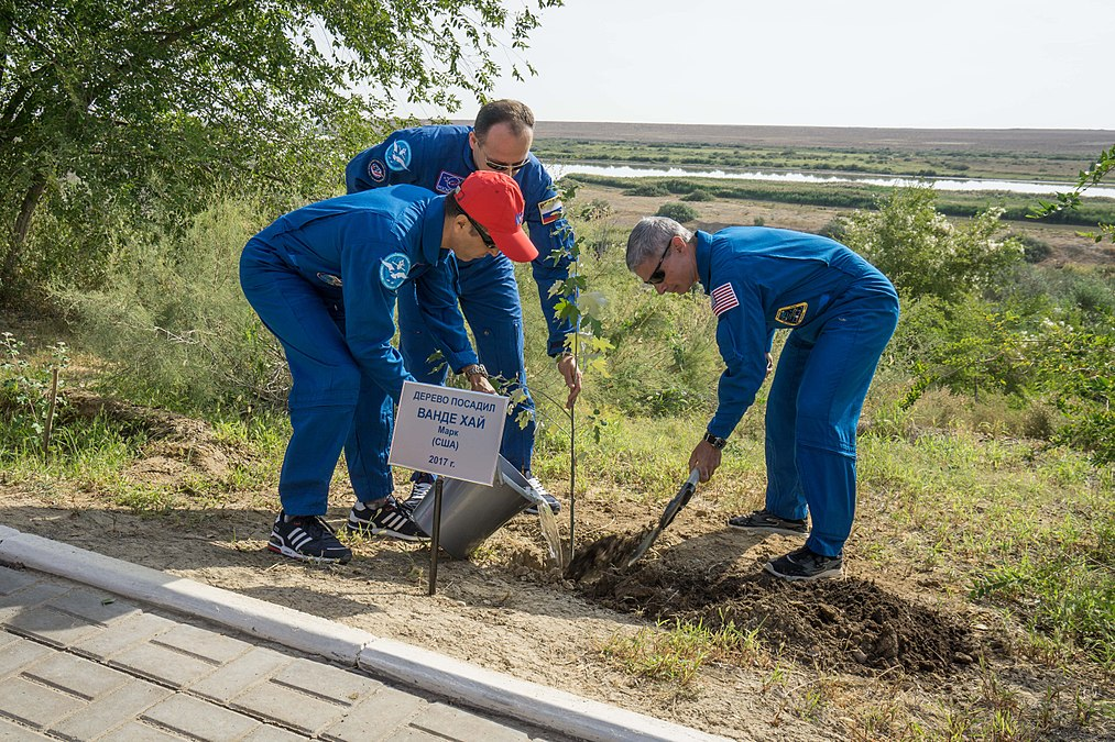 Soyuz MS-06 crew during the tree planting ceremony.jpg