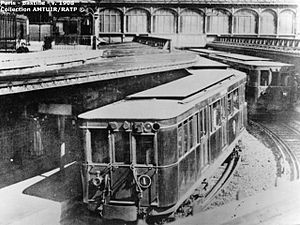 Paris Métro Line 1 - Train at Bastille station in 1908