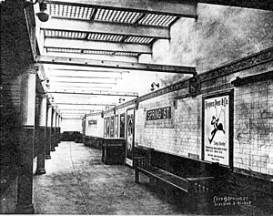 Spring Street (IRT Lexington Avenue Line) - A 1905 photo of the station's original glass ceilings, which let in natural light