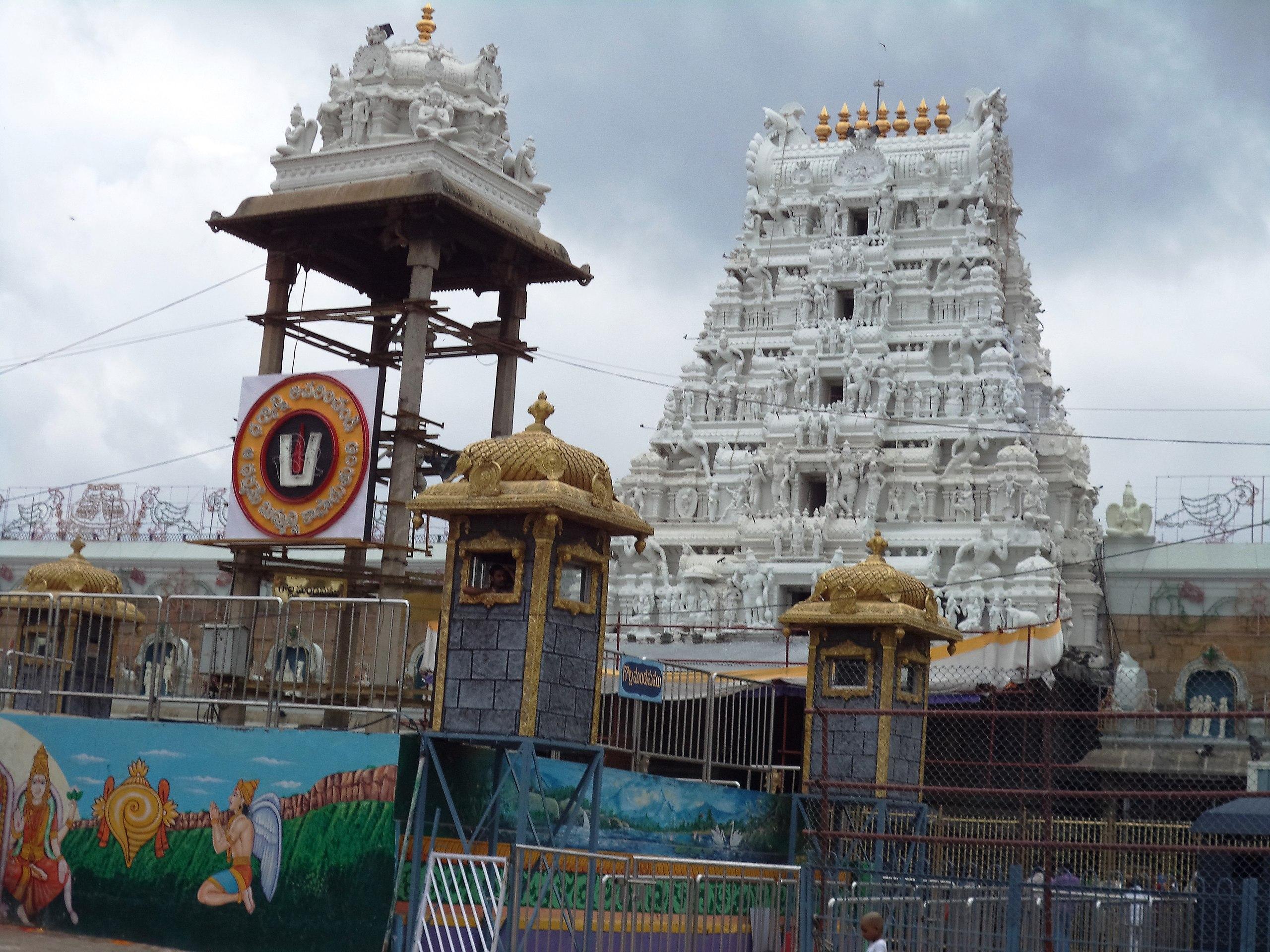 File Sri Venkateswara Swamy Temple In Tirumala In Chittoor District Andhra Pradesh Jpg Wikipedia