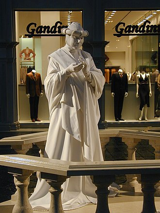 Grand Canal Shoppes - Image: Statueman