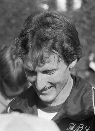 Steve Scott (athlete) - Scott signing autographs in Toronto in 1982
