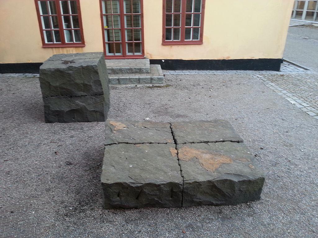 File:Svart svensk granit - Ulrich Rückriem.jpg - Wikimedia Commons : svensk granit : Inredning