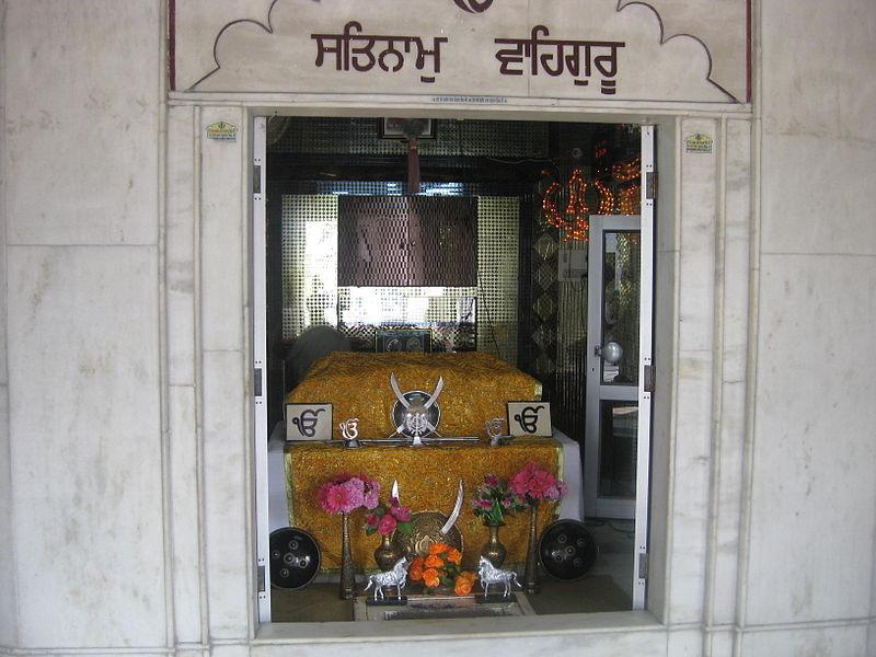 File:Talhan Baba Nihal Singh Ji (Inside).jpg