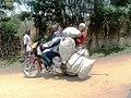Taxi moto et petit commerce.jpg
