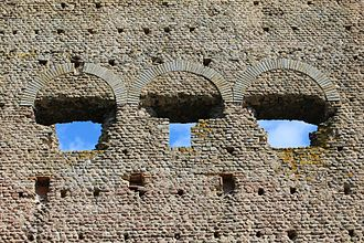 Temple of Janus (Autun) - Detail of the putlog holes above the openings (exterior face of the temple).
