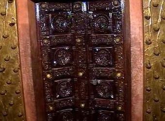 Ten Incarnation door