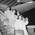 The Blue Diamonds en Anneke Gronloh naar Indonesie vertrokken, op de vliegtuigtr, Bestanddeelnr 917-2576.jpg