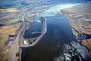 English: The Dalles Dam on the Columbia River ...