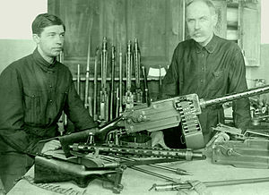 Maxim–Tokarev - Tokarev and his son posing with their model 1925 machine gun
