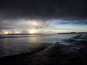 Català: A punt de la tormenta al llac Titicaca