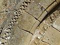 Trémolat église St Hilaire portail décor.jpg