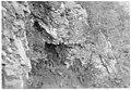 Troupes de renfort, abritées sous un rocher du Mont Santo - Médiathèque de l'architecture et du patrimoine - AP62T104599.jpg