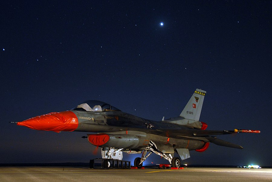 Turkish air force F-16 in Jordan.jpg