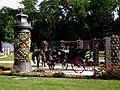 Turm und Pferdekutsche als Blumendekoration.jpg