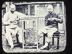 Hunannese people - Image: Two men counting brass coins, Changde, Hunan, China, ca.1900 1919 (IMP YDS RG008 358 0008 0004)
