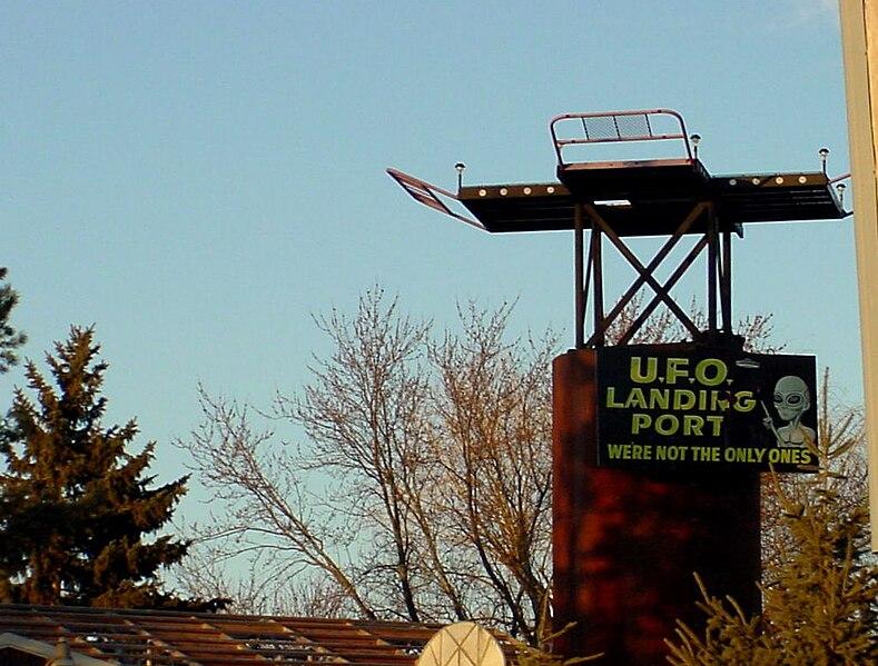 File:UFO Landing.jpg