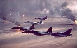 Chiến tranh vùng vịnh  250px-USAF_F-16A_F-15C_F-15E_Desert_Storm_pic
