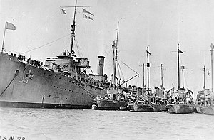 USS Wadsworth (DD-60) - Image: USS Melville (AD 2) and destroyers in World War I