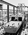 USS Reid (FFG-30) under construction on 27 June 1981.jpeg