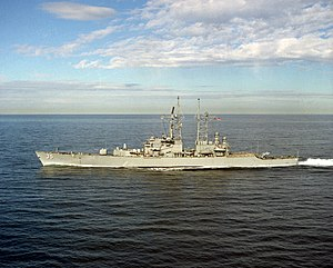 USS Truxtun (CGN-35) underway in the Pacific Ocean off San Diego (USA), 3 January 1989 (6450116)