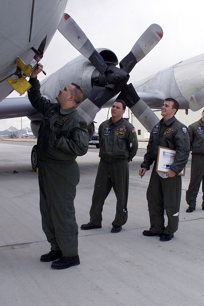 File:US Navy 040204-N-3122S-002 Aviation Machinist Mate 1st Class ...