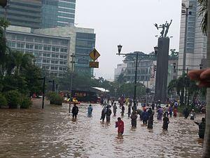 2013 Jakarta flood - People walk through Jakarta's flooded streets