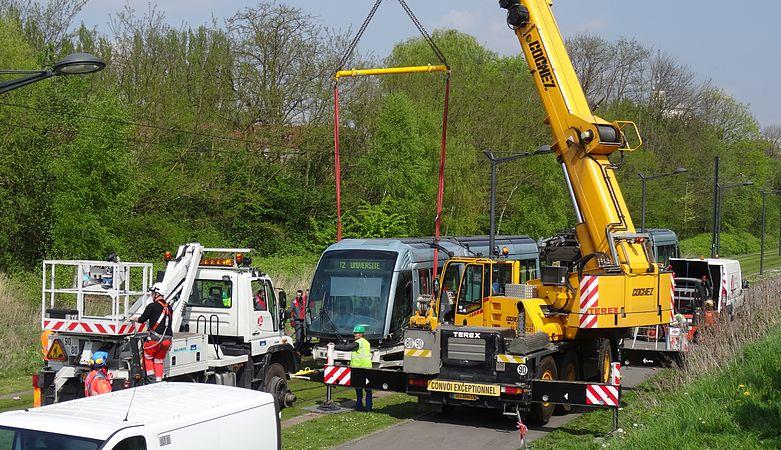 Valenciennes & Anzin - Déraillement de la rame de tramway n° 17 à la sortie du dépôt de Saint-Waast le 11 avril 2014 (077).JPG