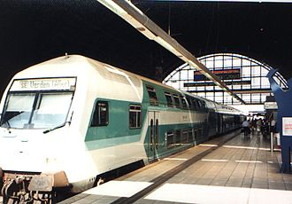 Bremen-Vegesack–Bremen railway - Train on the line as seen in 1999, Bremen Hbf