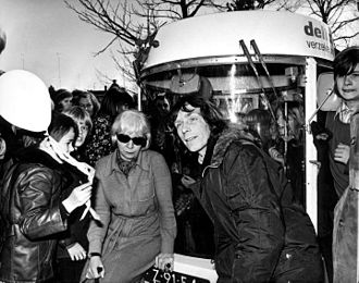 Witkar - Minister Vorrink and Luud Schimmelpennink at the opening of the first Witkar station on the Amstelveld in Amsterdam on 21 March 1974.