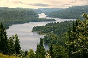 Lago Wapizagonke nel Parco Nazionale Mauricie, Quebec, Canada.jpg