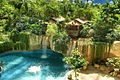 Wasserfall-Lodge im Tropical Islands.jpg