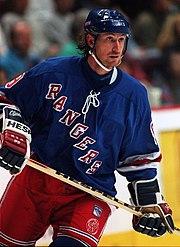 Wayne Gretzky in a New York Rangers uniform in 1997