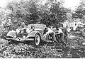 Wojska niemieckie w trudnym terenie leśnym (2-35).jpg
